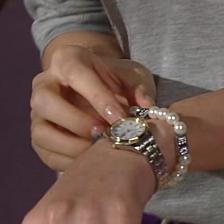 Yoon Seo's bracelet
