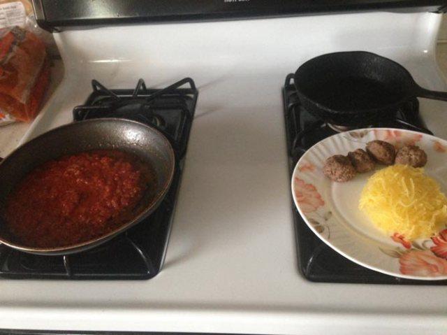 pasta sauce & meatballs