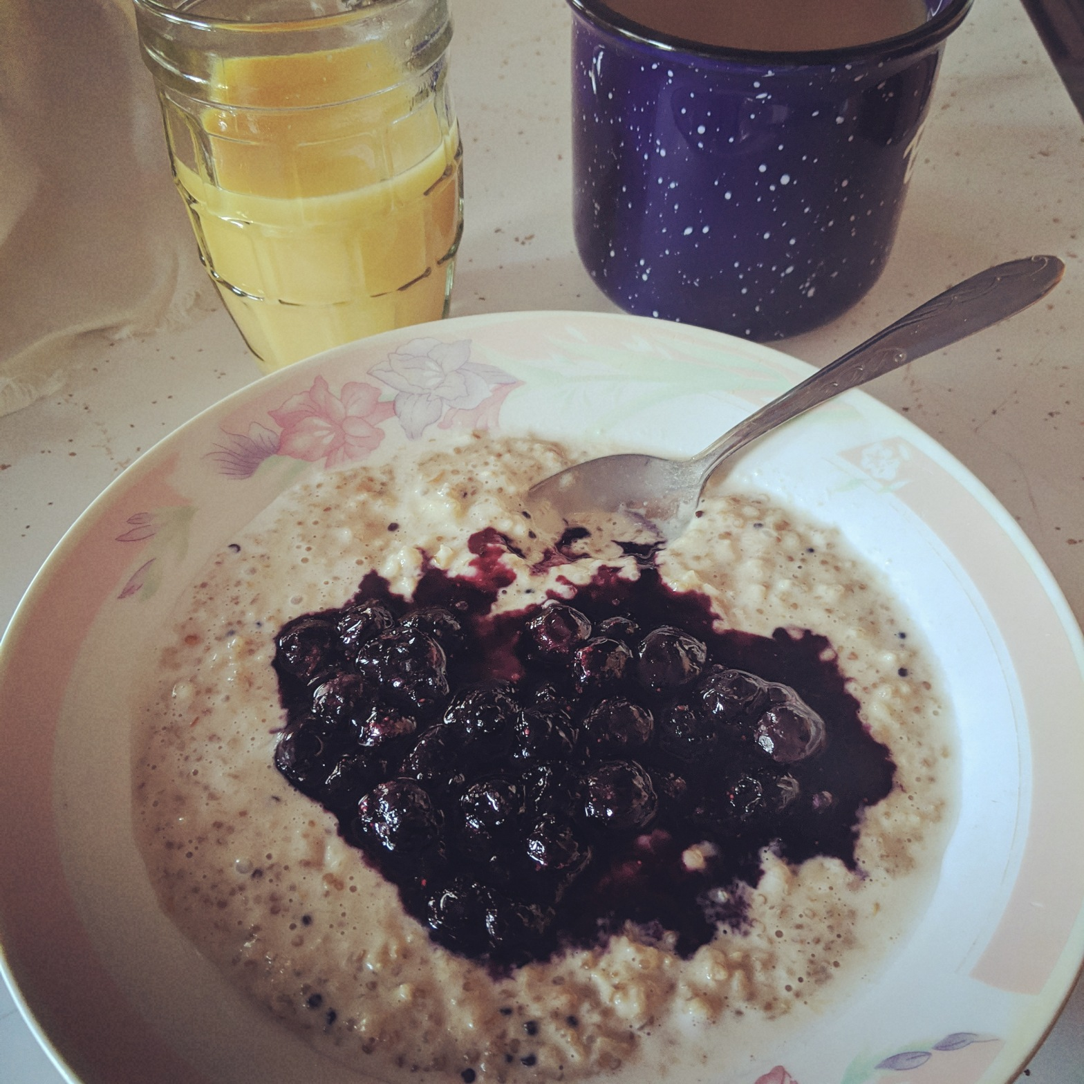 Oatmeal and Quinoa Porridge with Blueberry Compote